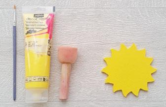 peinture jaune pébéo sur le petit soleil en bois diy