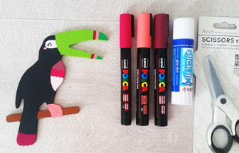 toucan à décorer en bois, détails avec des posca coloré