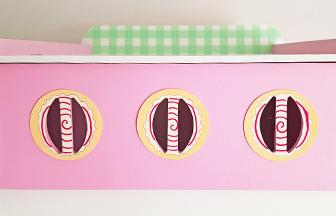 cuisinière en bois pour dînette, boutons en papier thème biscuits