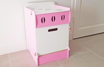 cuisinière en bois à personnaliser pour enfant, peinture blanc et rose