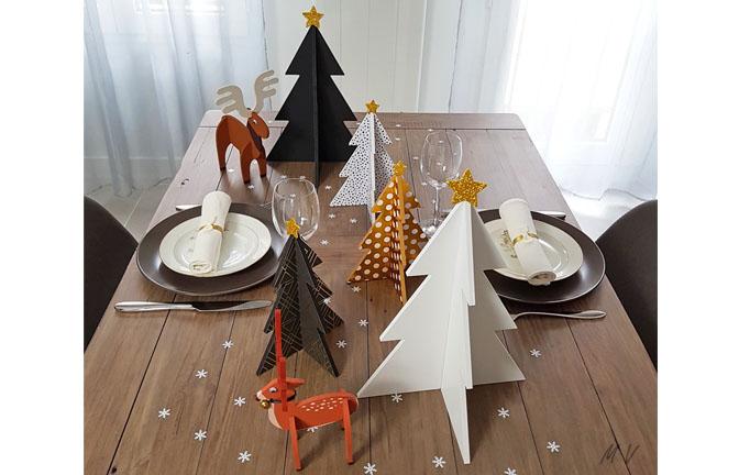 décoration table de noël avec des supports en bois : élan, cerf, et sapin 3D