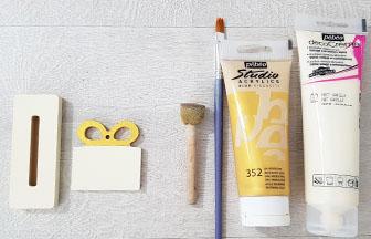support sapin socle avec paquet cadeau bois à customiser, peinture crème or