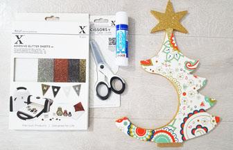 sapin étoile sur socle et paquet cadeau à customiser, collage papier coloré motifs noël