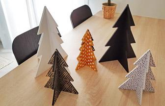 petits et grands sapins 3d en bois à décorer avec de la peinture et du papier