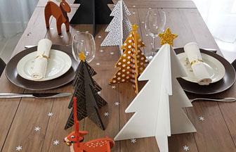 idée déco : table de noël avec des supports en bois 3D élan, cerf et sapin à décorer !