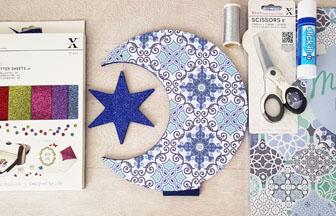 support lune sur socle étoile en bois à customiser, papier ethnique, paillettes bleu